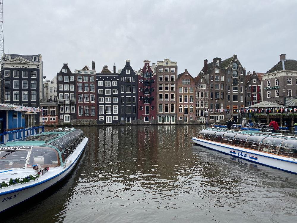 Netherland houses and canal